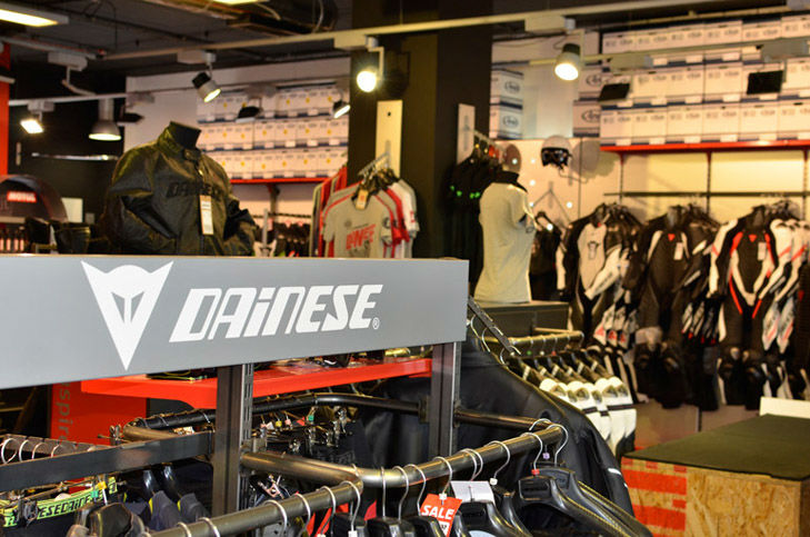 Dainese Manchester Re Launch With Guy Martin 187 News 187 2commute